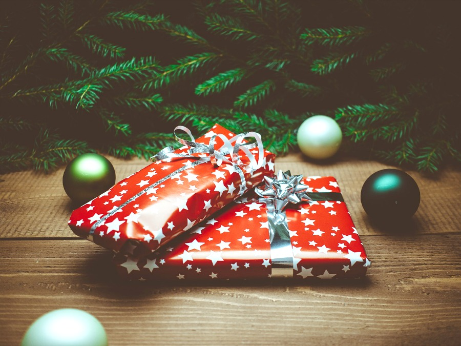 9 Fun Christmas Traditions for Families - Embracing Simple